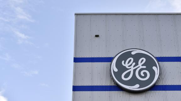 GE unexpectedly removes its CEO