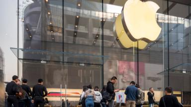 Apple says China tariffs would hit Apple Watch, Air Pods