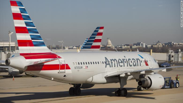 American Airlines asks the government not to fly separated children