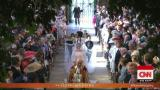 See Meghan Markle walk herself down the aisle