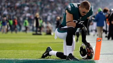 Fox News ripped for misleading photos of Philadelphia Eagles players kneeling