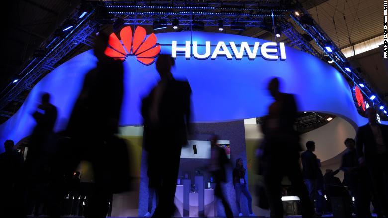 Các quan chức an ninh Anh cảnh báo về 'những rủi ro mới' từ Huawei