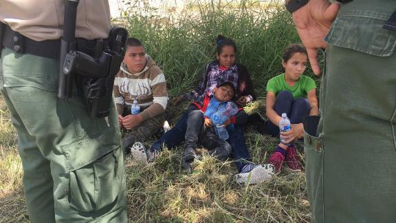 Airlines ask the government not to fly separated children on their planes