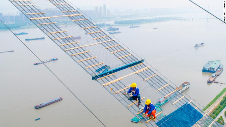 china workers bridge