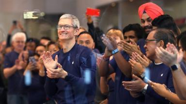 Apple reaches $1,000,000,000,000 value