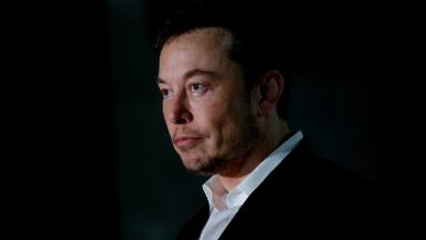 Analysis: Elon Musk is hurting Tesla with his bizarre behavior