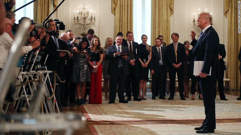 trump press photogs 09.05.18