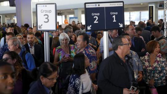 United courts fliers with fewer lines