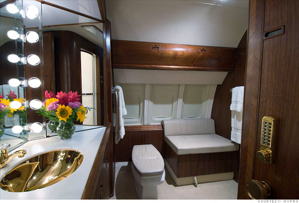 inside donald trump 39 s private jet bathroom 5
