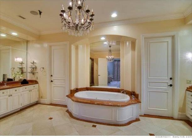 Tori Spelling's home for sale - Master bath (8) - CNNMoney.com