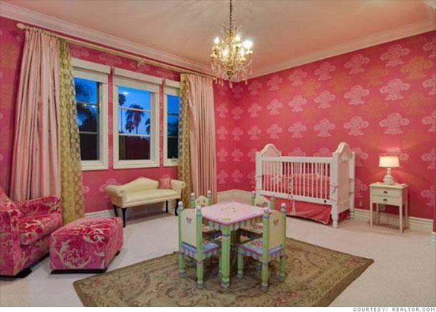 My Daughters Box Room Right Side: Tori Spelling's Home For Sale